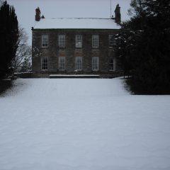 Deanery snow facade Feb'09